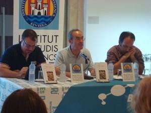 Foto de Josep Colonques en la presentación de uno de sus libros