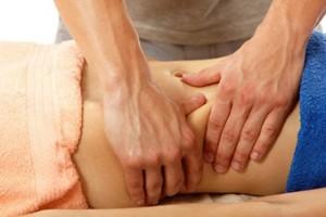 Sección masaje, masajes, masajista. Masaje abdominal visto desde el lateral
