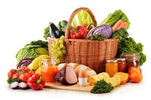 Sección Salud Natural: Foto de una cesta de alimentos frescos y naturales