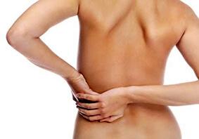 Sección masaje, masajes, masajista. Mujer con dolor lumbar